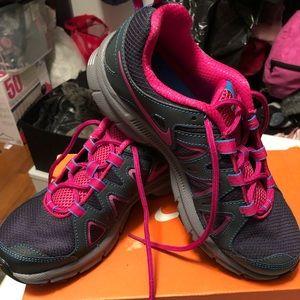 Women size 8 Nike Air Alvord Trail